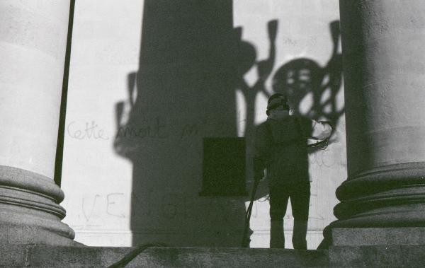 Nantes. 28 OCTOBRE 2014. Nettoyeur de traces sur l'Opéra Graslin après la manifestation en riposte à la bavure qui a conduit à la mort de REMI FRAISSE sur le site de SIVENS.