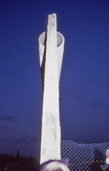 Tranche du Mur de Berlin, mercredi 15 novembre 1989. Ouest à gauche, Est à droite.